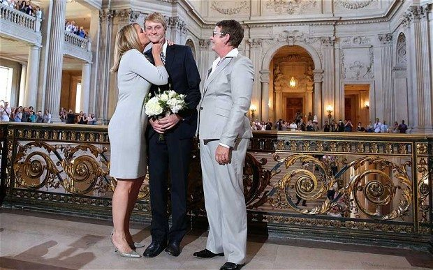 Sandy-Stier-and-Kris-Perry-kiss-their-son-Elliot-Perry-after-they-were-married-at-San-Francisco-City-Hall-by-California-Attorney-General-Kamala-Harris-Photo-Getty-Images-2
