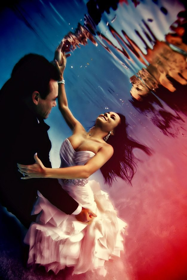 Best wedding photos under water wedding photos wedding photographer california beauitufl wedding dress - 02
