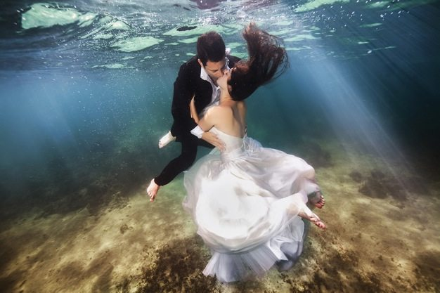 Best wedding photos under water wedding photos wedding photographer california beauitufl wedding dress - 04