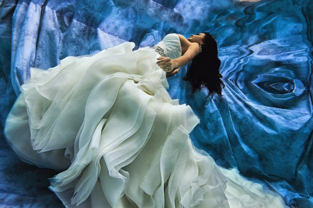 Best wedding photos under water wedding photos wedding photographer california beauitufl wedding dress - 06