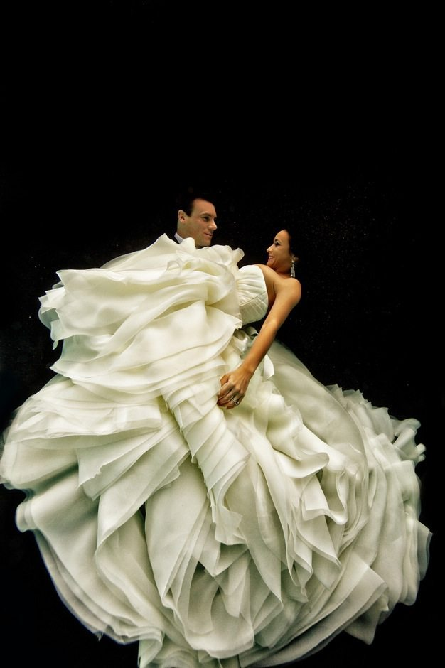 Best wedding photos under water wedding photos wedding photographer california beauitufl wedding dress - 11
