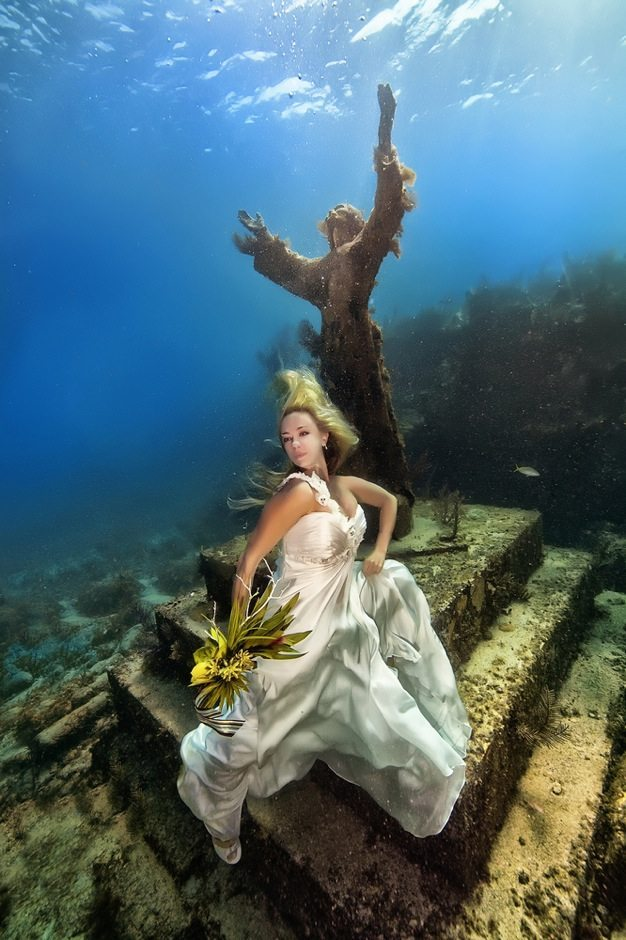 Best wedding photos under water wedding photos wedding photographer california beauitufl wedding dress - 14