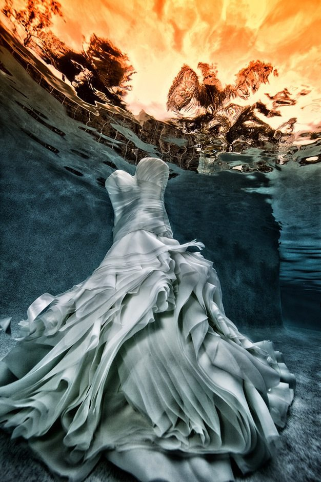 Best wedding photos under water wedding photos wedding photographer california beauitufl wedding dress - 15
